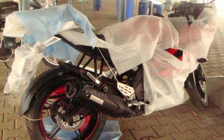 Yamaha R15 2011